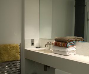 Bathroom in Drakes Wharf let